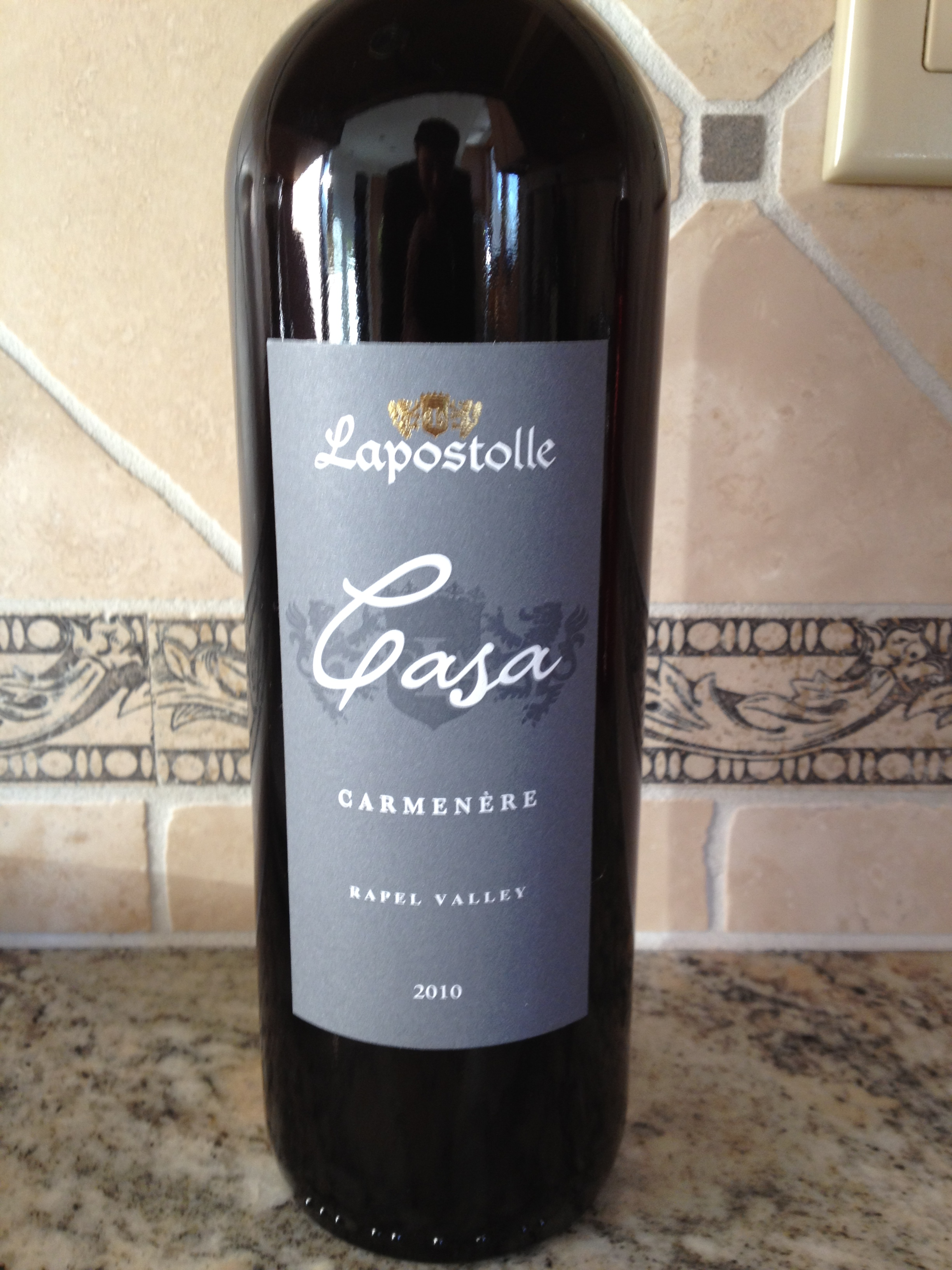 2010 lapostolle casa carm n re first pour wine for Casa lapostolle