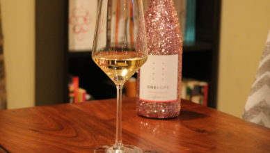 onehope-pink-glitter-edition-chardonnay-2014-with-toscano