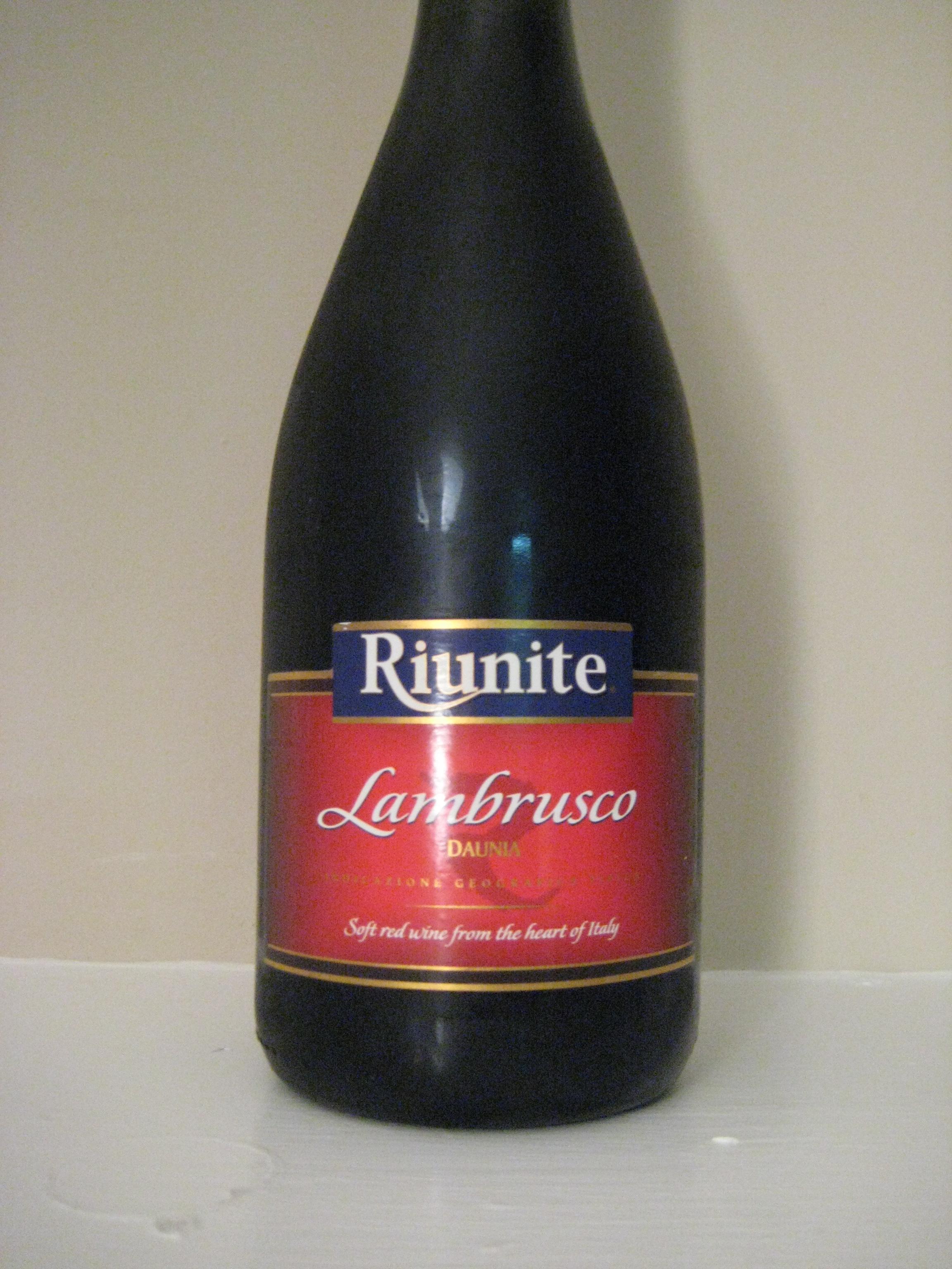 Riunite Lambrusco First Pour Wine